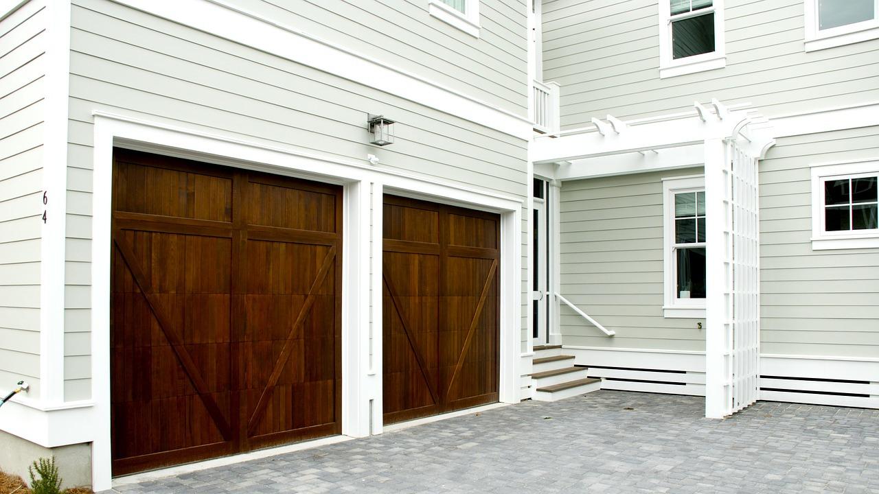 Komfortowe bramy garażowe z napędem