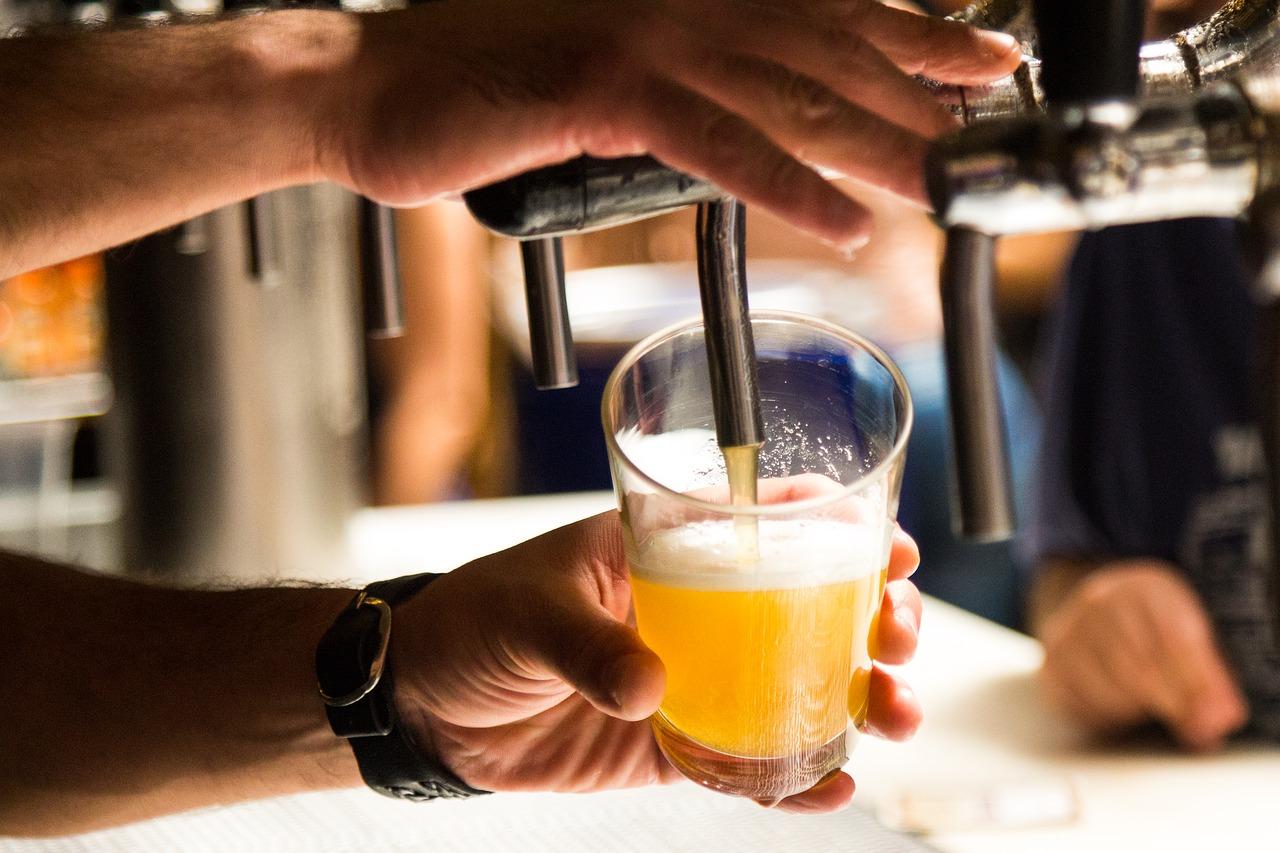Domowe podajniki alkoholu - jak urozmaicić każdą imprezę