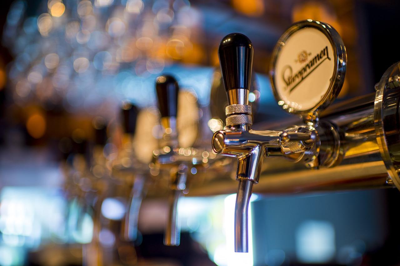 Jak w pomysłowy sposób podać piwo gościom?